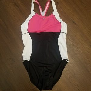 Nike NWOT Women's Color Block One-Piece Swimsuit